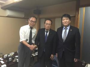左から、古谷葛飾支部長、平沢勝栄代議士、常住豊東京会会長